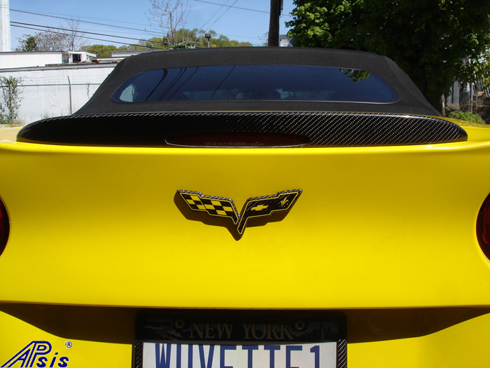 C6 Carbon Flag Emblem w-yellow flag-rear-installed-1