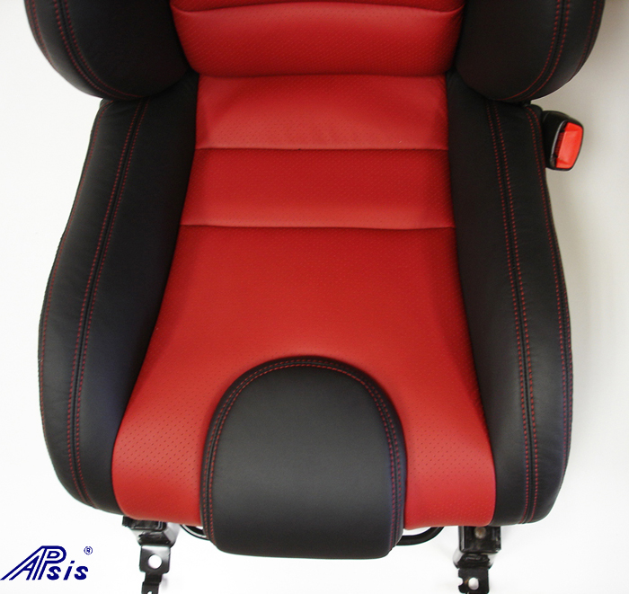 C6 SuperDeluxe Seat w-carbon panel-close shot-show lower seat-1
