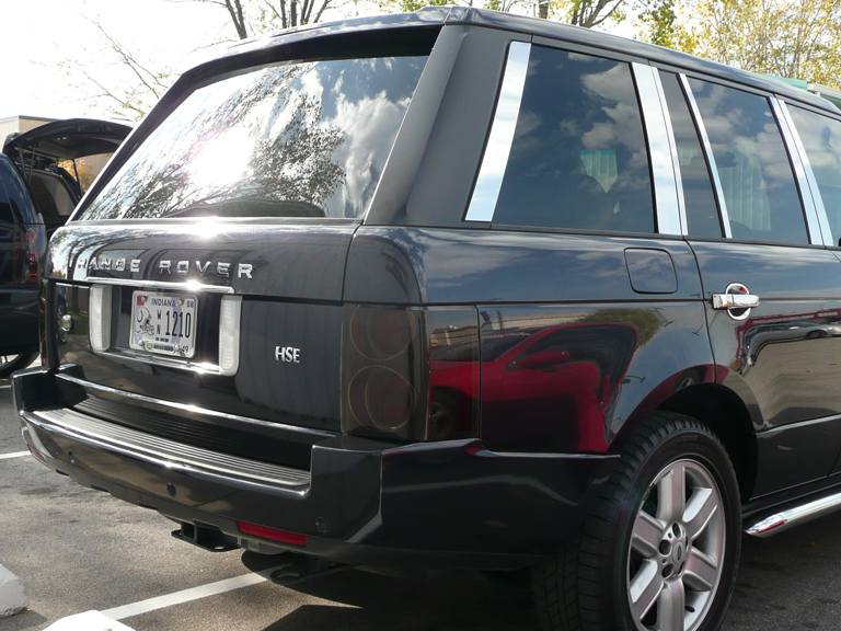 Range Rover Pillar Post-pass side-installed-768