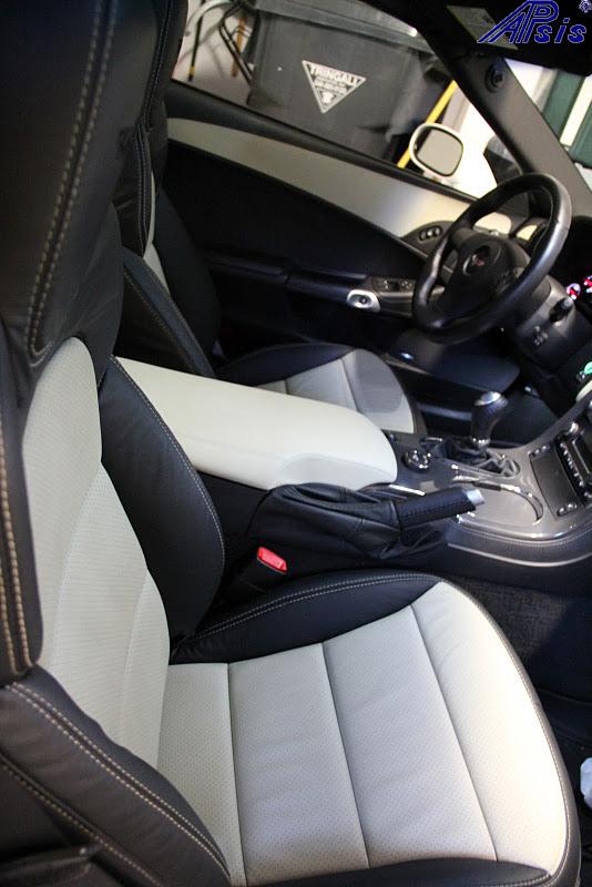 C6 2012 Seat-ebony + perf linen w-linen stitching-installed-6