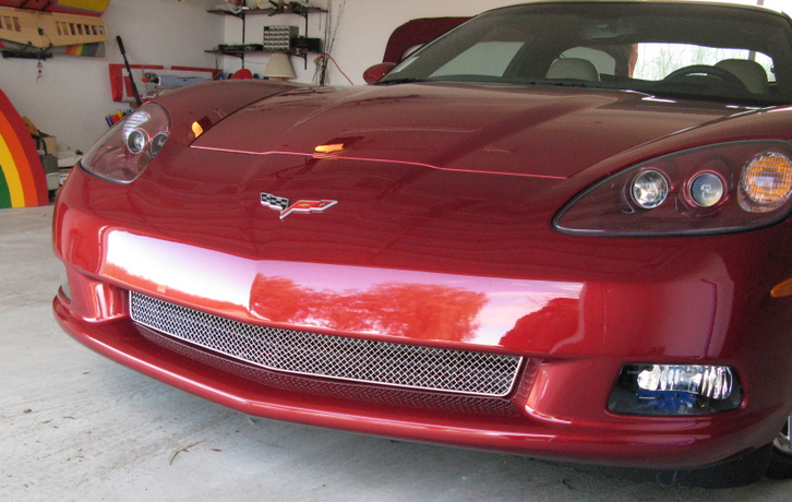 C6 Mesh Grille wo-vertical bar-  on Monterey Red Car - 760