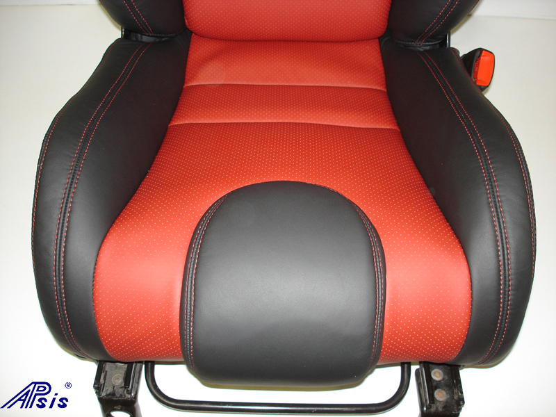 C6 SuperDeluxe Seat w-carbon panel-close shot-show lower seat-2