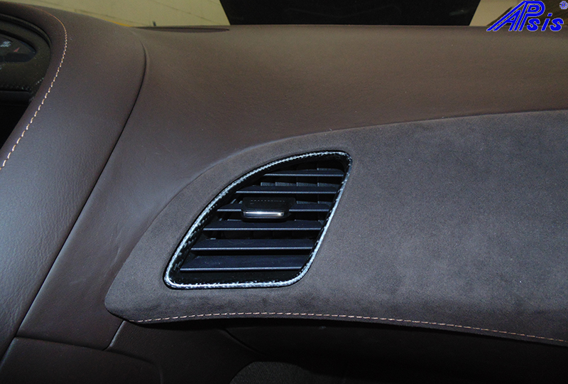 C7 Center Right Air Vent-matte-installed-2
