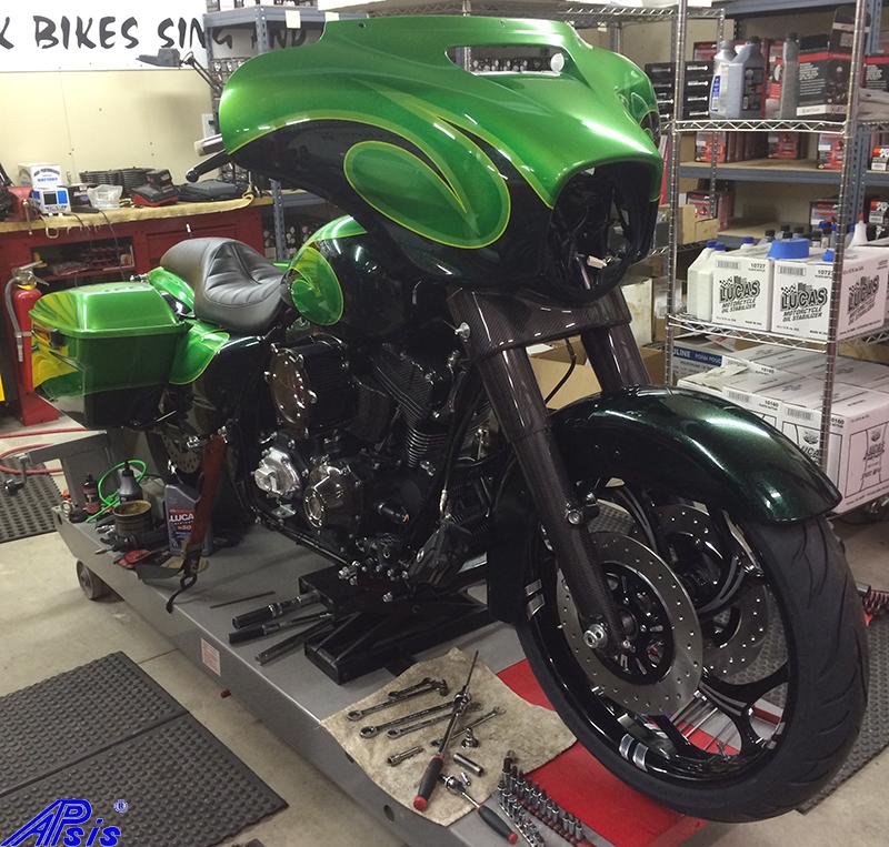FLH Front End-installed-chris bike-1