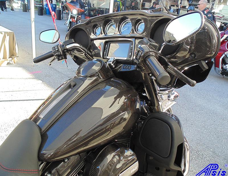 FLH Jerseys Bike-taken at daytona-inner fairing+fuel tank-hand grip-1