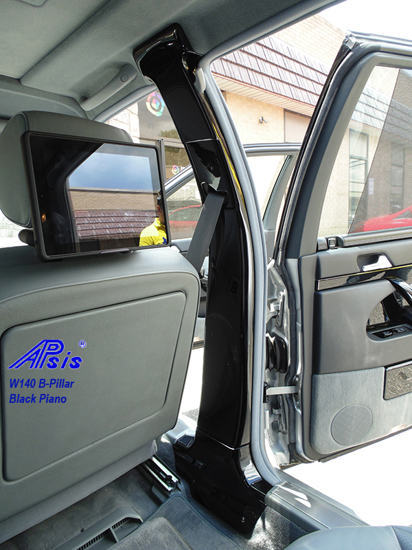 W140 B-Pillar-black piano-installed-2