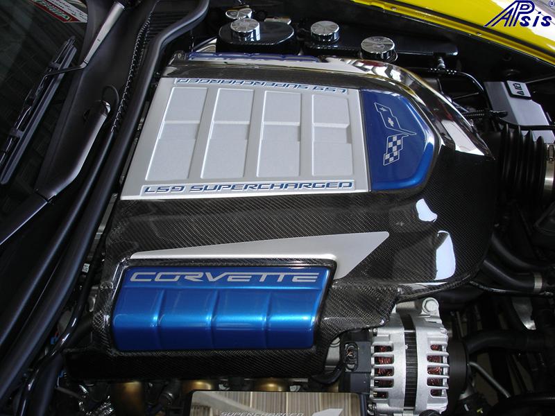 ZR1 CF Engine Cover w-arrow-install-2