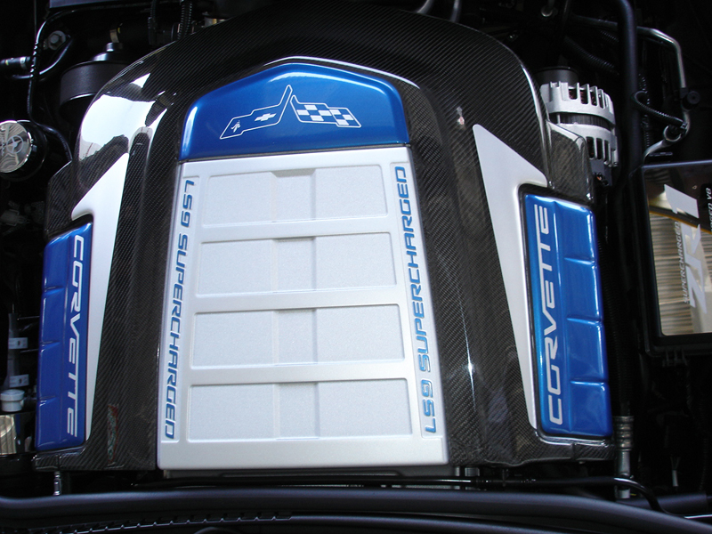 ZR1 CF Engine Cover w-arrow-install-3